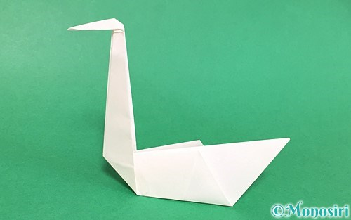 折り紙で折った白鳥