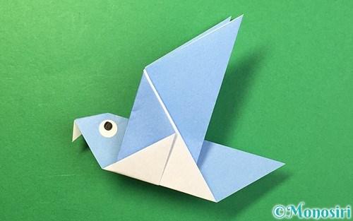 折り紙で折った鳩